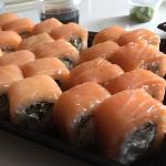Лучшая доставка в городе, единственная которая делает нормальные роллы, рыба не просвечивает и не сухая :))) все остальное тоже вкусное, спасибо)